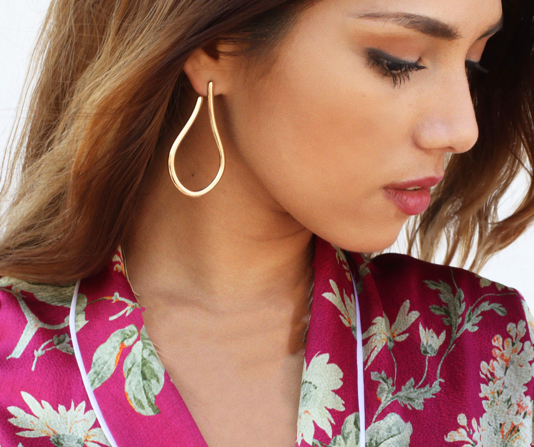 SHOULDER-GRAZING STATEMENT EARRINGS